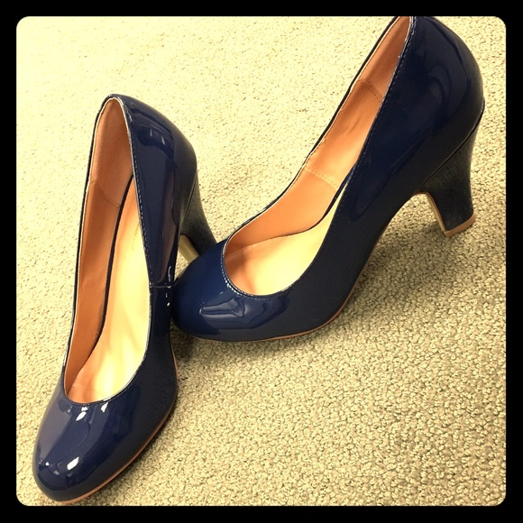Journee Collection Shoes - Classic Navy Pumps
