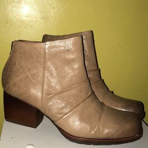 Brand New Kork Ease Boots