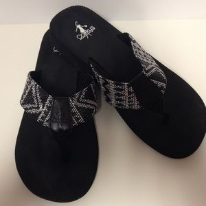 39ea9f7e97fe Corky s black and white flip flops size 9
