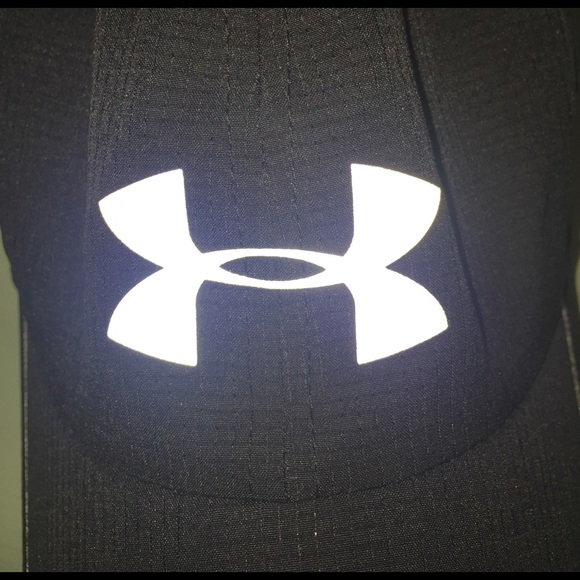 sports shoes 285fa 48454 Under armour reflective hat. M 58c3428a6a5830396301fb5e
