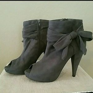 Wild Diva Shoes - Wild Diva gray suede ankle heeled boots 10