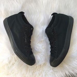 Converse Other - All black Converse mid rise