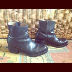 Gorgeous vintage Frye ankle boots! 9