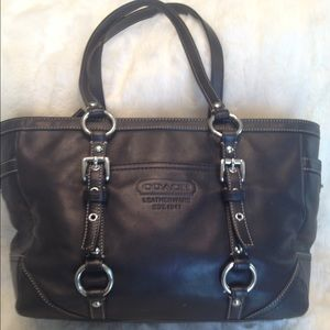 Coach Handbags - LARGE COACH Gallery LEATHER Tote
