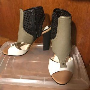 NWT Dolce Vita sandal size 6
