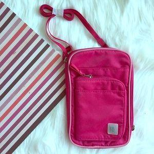 Ellington Handbags - ( NEW ) Ellington Airport Express Crossbody Bag