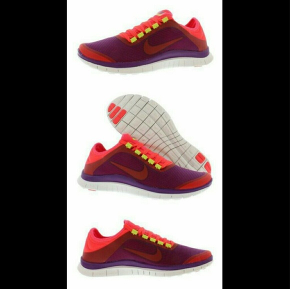 29afb43ec9a9   NIKE   Womens FREE 3.0 v5 Sneakers - SIZE 11