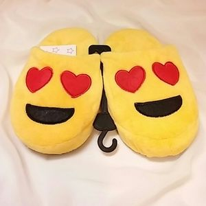 OMG! Other - ??Cute cute cute emoji slipper??