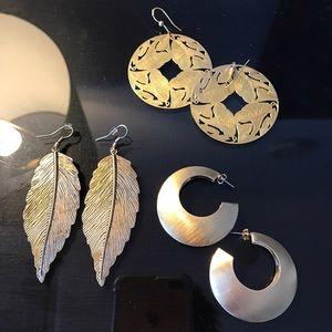 Jewelry - 1 pair of  gold earrings leaf filigram