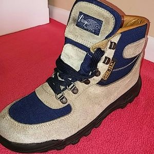 Vasque Other - Gore-Tex Vasque Boot..SZ 8.5 MEN &10 &10.5 WOMEN