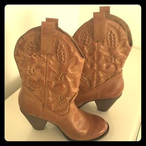 Great Faux Saddle Leather Cow Boy Boots