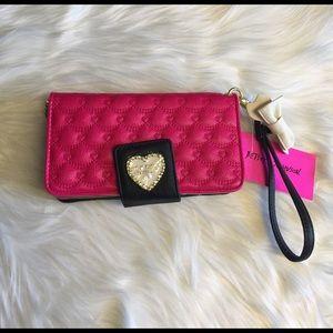 Betsey Johnson Handbags - 💕 Betsey Johnson Wallet/Wrislet