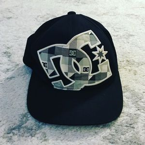 DC Other - Black & white fitted DC hat