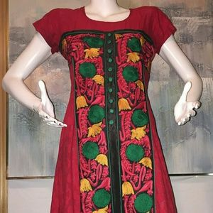 Unique Dress Size M Floral Front Embroidered
