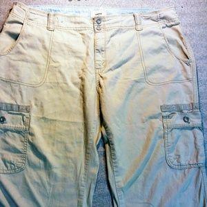Levi's Pants - Levi's khaki cargo capris