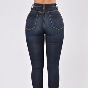 Classic High Waist Dark Wash Skinny Jeans!