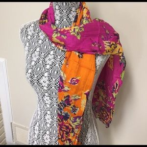 🚫SOLD🚫 Two-Tone Floral Scarf