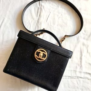 CHANEL Handbags - Vintage CHANEL 💄Vanity bag