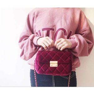 17Basics Handbags - 🌸SPRING SALE🌸17Basics Velvet chain crossbody bag