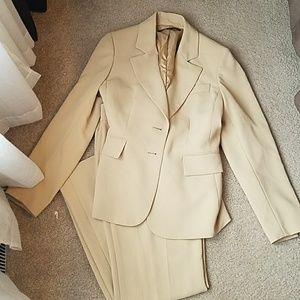 Anne Klein Other - Beautiful beige pantsuit