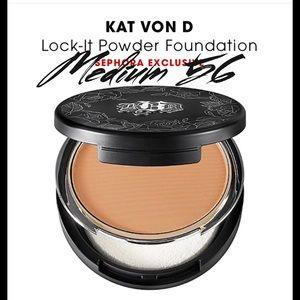 Kat Von D Other - KAT VON D LOCK IT TATOO POWDER FOUNDATION MEDIUM56