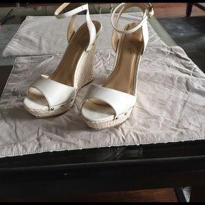 shoedazzle Shoes - Shoedazzle white wedges
