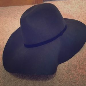 Accessories - Floppy wool hat
