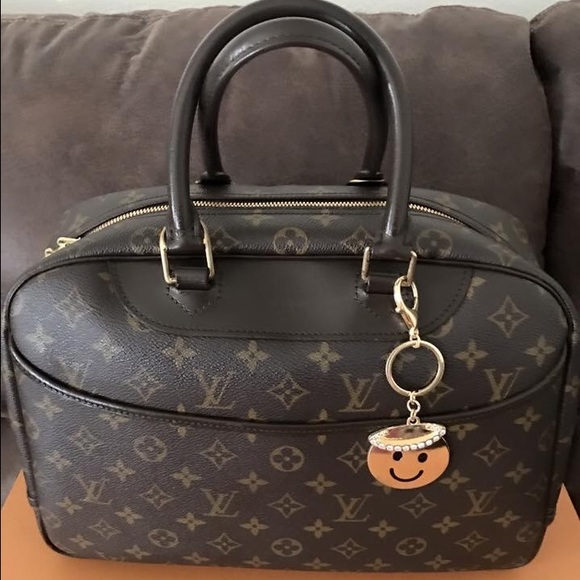 8dc47ccadfc5 Louis Vuitton Handbags - PRE-LOVED AUTHENTIC LV DEAUVILLE