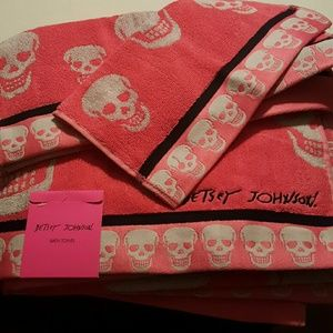 Betsey Johnson Other - Betsey Johnson skull bath sets