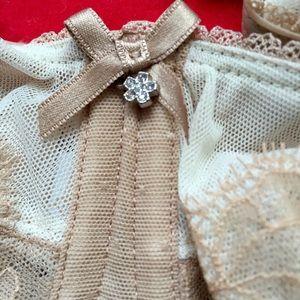 Wacoal Other - Wacoal Bra, beautiful rhinestone detail