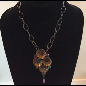 Jewelry - Bronze vintage flower necklace