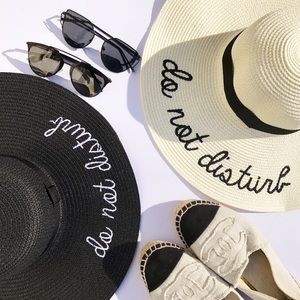 "Hannah Beury Accessories - ""Do not disturb"" Floppy Beach Hat-IVORY"