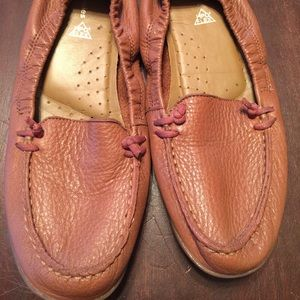 Hush Puppies Shoes - New hush Puppies collapsed back loafers 👞