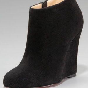 6566f57d2fab Via Spiga Shoes - Gorgeous Via Spiga Harrison suede wedge booties