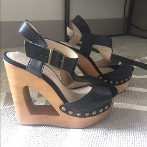 Shoes - Cool cut out wedges