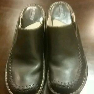 Eastland Shoes - Eastland Size 9 Clogs Black Mules