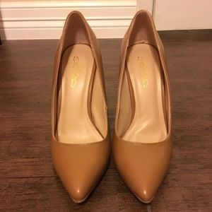 Journee Collection Shoes - EUC Cognac heels