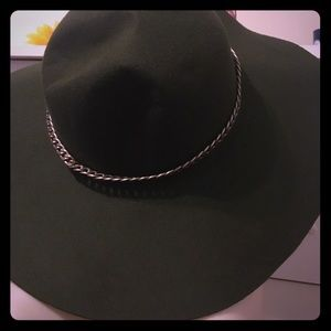 Hat with chain