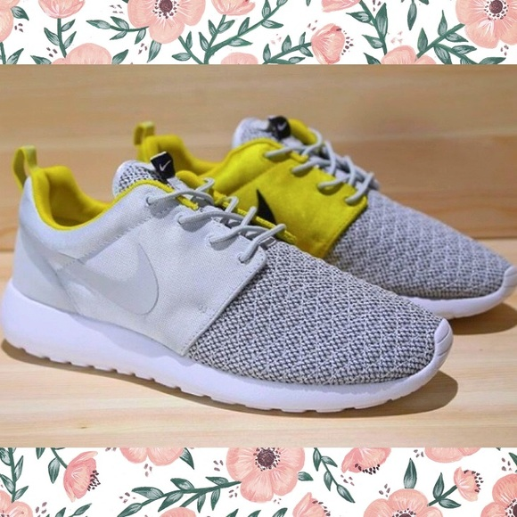 finest selection 8d985 5ca39 💕Nike Roshe Run💕Premium Citron Grey Quilted. M 58c4fb4a4e95a3f26d02afa0