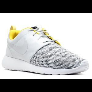 brand new c3e94 437ce Nike Shoes - 💕Nike Roshe Run💕Premium Citron Grey Quilted