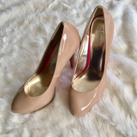 Shoe Dazzle Shoes - Nude Platform Pumps