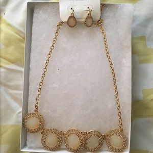 hush Jewelry - Necklace and earring set