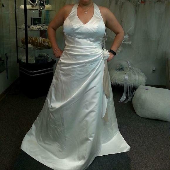 David\'s Bridal Dresses | Nwt Halter Style Wedding Dress Size 16 ...