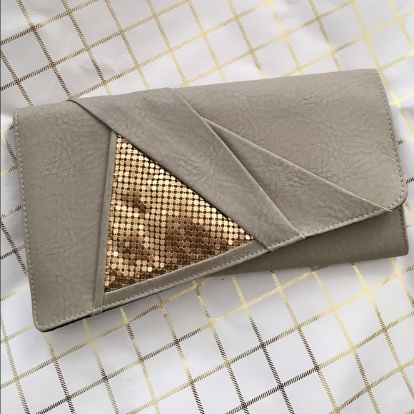 Piperlime Handbags - Gray clutch with gold ✨