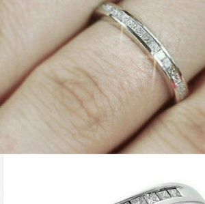 Jewelry - TONIGHT ONLY! Real diamond wedding band.