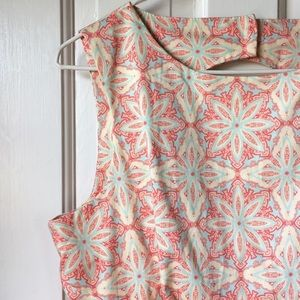 Closet Dresses & Skirts - Closet floral keyhole back pleated dress