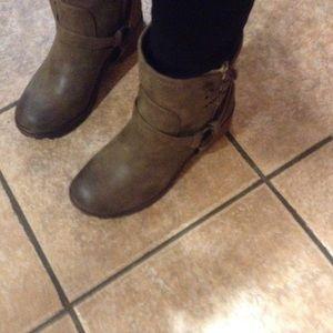 Roxy Shoes - NWT Roxy Smythe Boots a Size 8 Brown