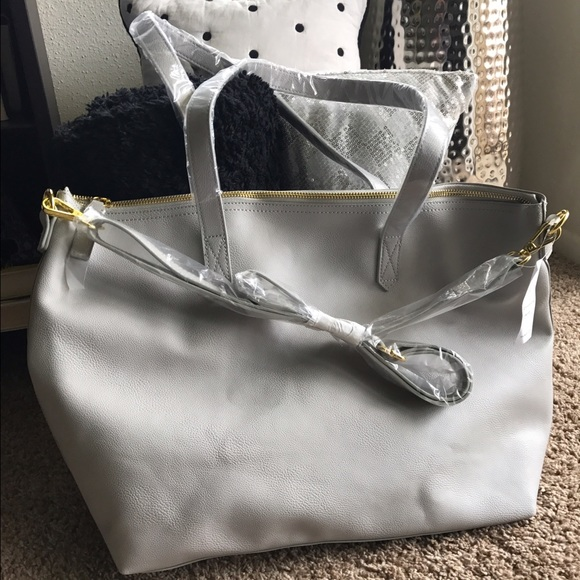 14f0fc3740 Old Navy- Classic Faux-Leather Zipper Tote