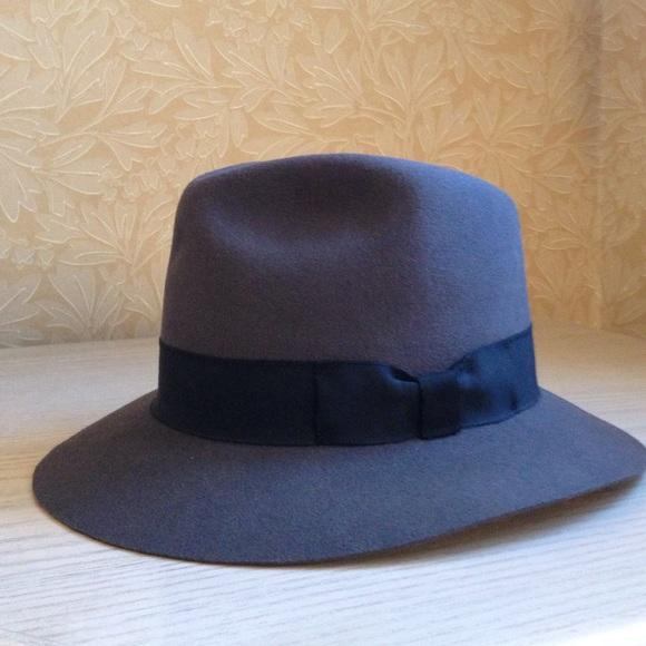 3ed046bc3fb Indiana Jones Authentic Men s Fedora hat. M 58c585dd13302ae16900d7bd