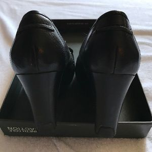 Shoes - Kenneth Cole Reaction wedge black shoes.